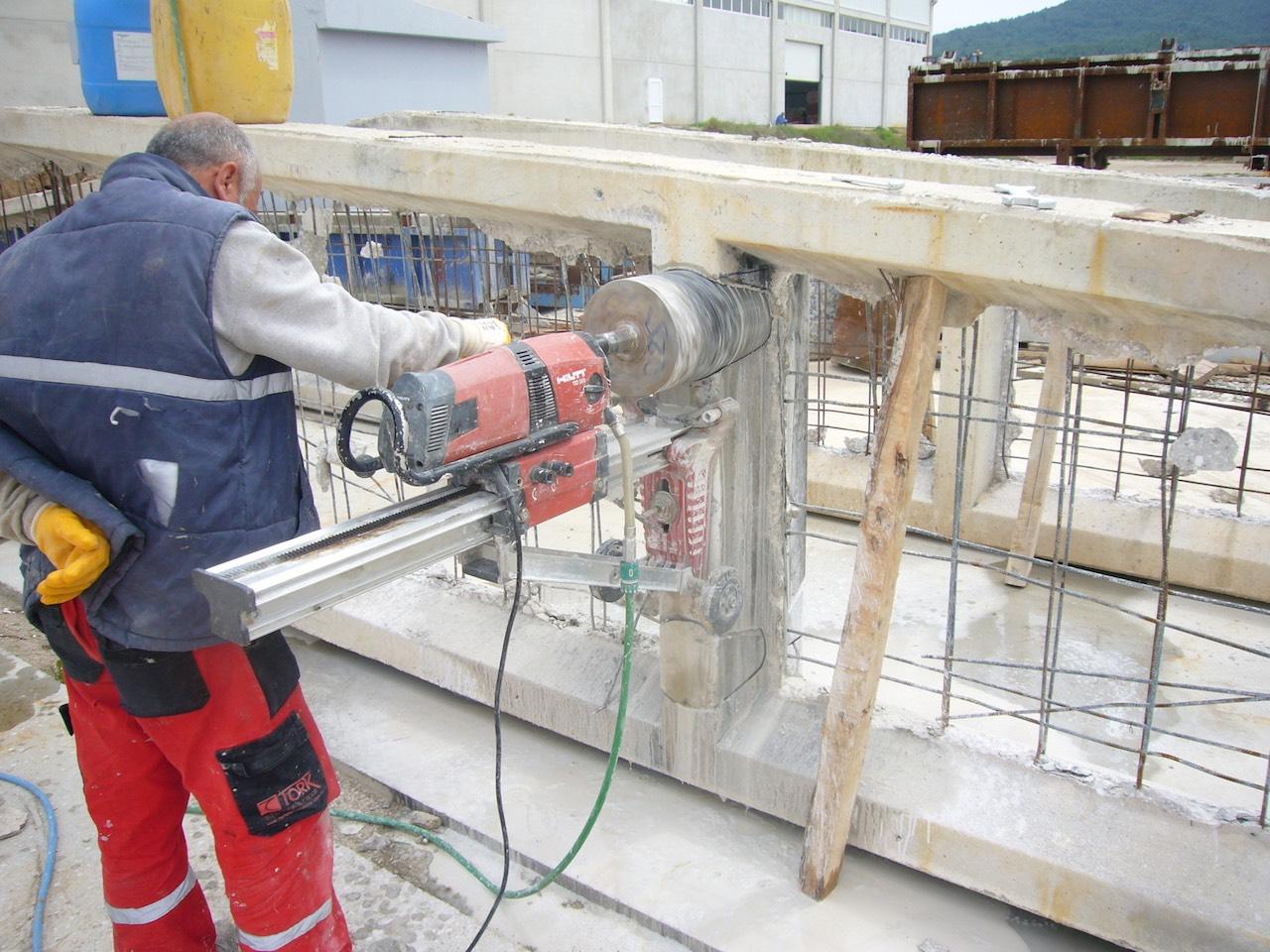 Karot makinesi ile betonarmede delik açılması