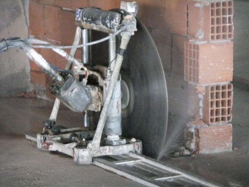 Hidrolik kesim makinesi ile betonarme eleman kesimi