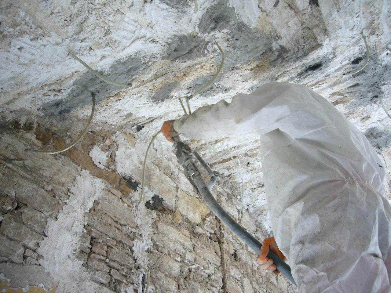 Hidrolik kireç enjeksiyonu ile taş duvar çatlak onarımı